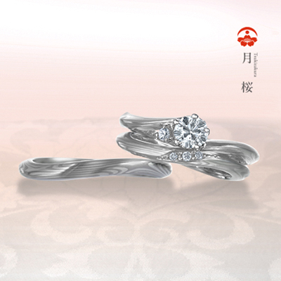 優美な流れが指を美しく見せてくれるプラチナ入りリング
