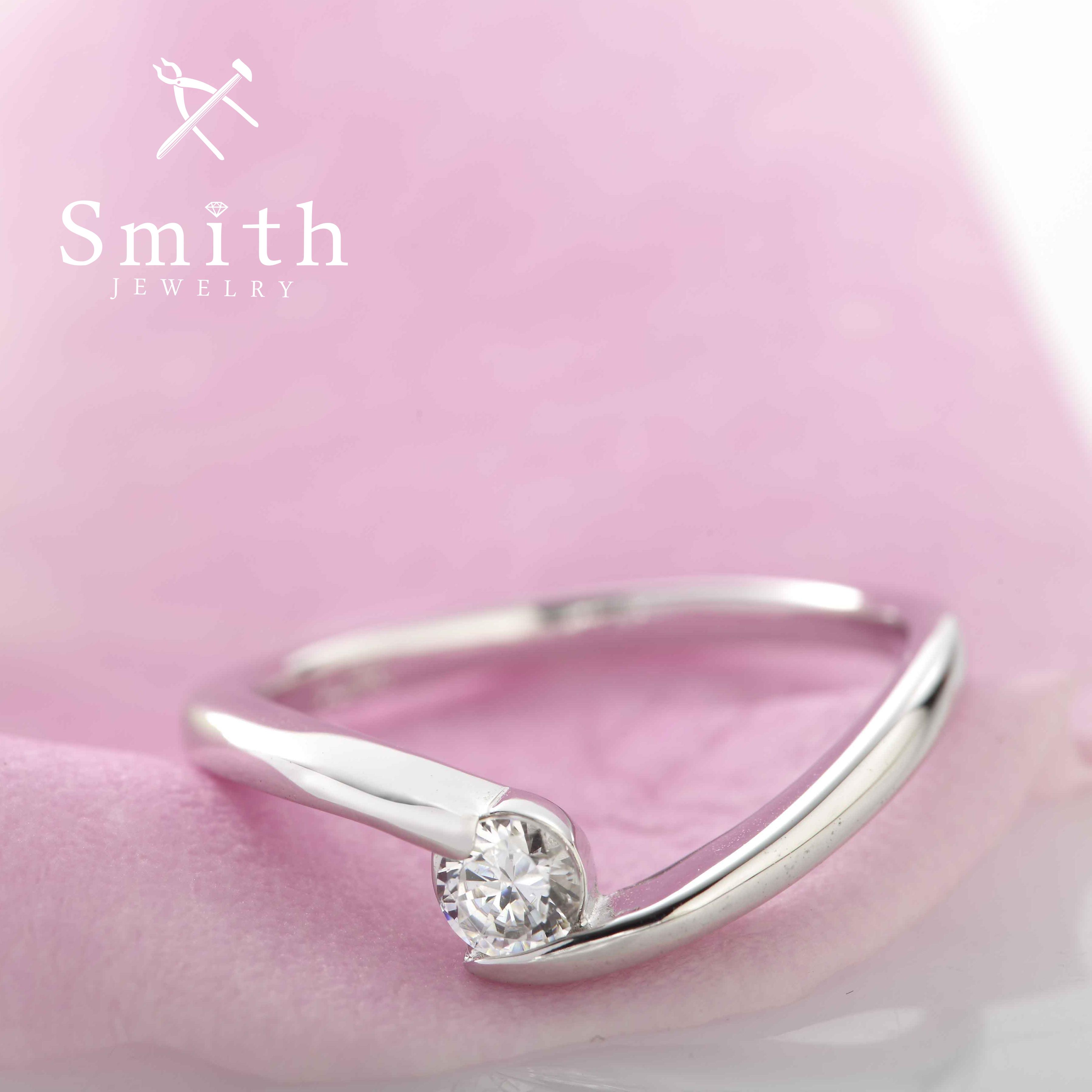 【Smith】オーダーメイド婚約指輪 個性的な花嫁に似合う、アシンメトリーなエンゲージリング